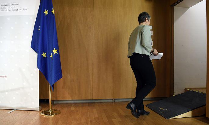 Fragen waren keine erlaubt. Am Freitag verkündete Kulturstaatssekretärin Ulrike Lunacek ihren Rücktritt.