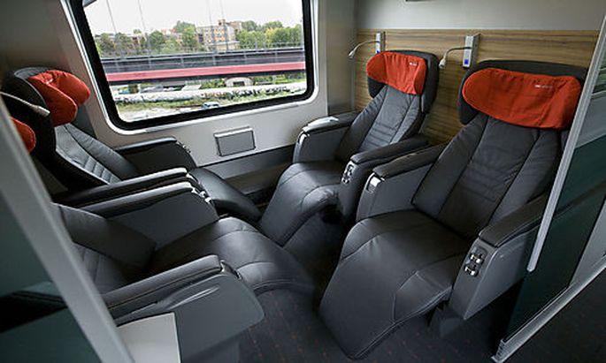 Blick in ein Abteil der Premium-Klasse eines railjet Zuges in Berlin am Donnerstag, 18. September 2