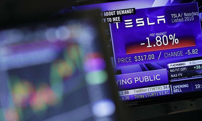 Musk erklärte am Wochenende, negative Reaktionen von Anlegern hätten ihn zum Rückzieher bewogen.