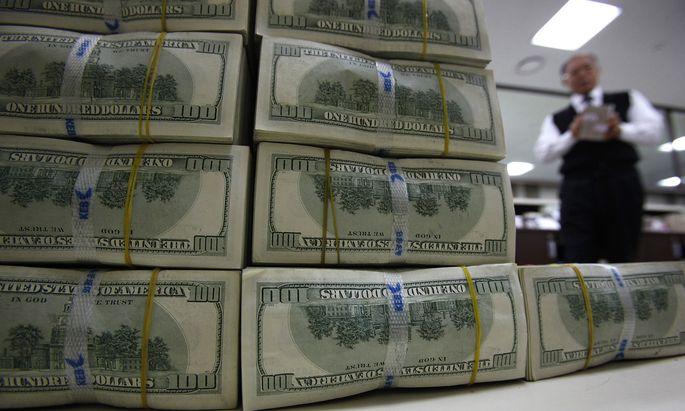 Die Mittelzuflüsse in Fonds, die außerbörslich in Unternehmen investieren, beliefen sich allein im Vorjahr auf 894 Milliarden Dollar (819 Mrd. Euro).
