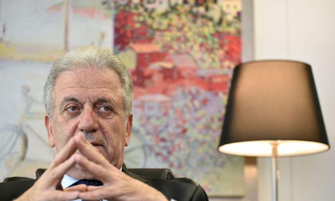 EU-Kommissar Avramopoulos kritisiert einige Länder Westafrikas dafür, abgelehnten Asylwerber nicht zurückzunehmen.