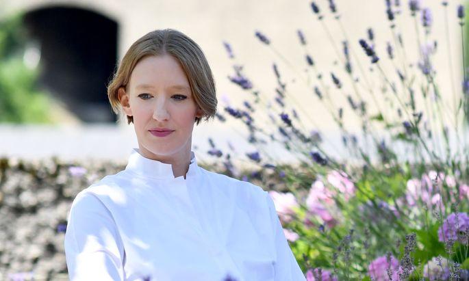 """""""Die Oper führt verdichtet alles, was in Coronazeiten eigentlich vermieden werden soll. Dass das Festival hier der Welt zeigen kann, dass es geht, ist ein wunderbares Zeichen an den Kulturbetrieb"""": Joana Mallwitz."""