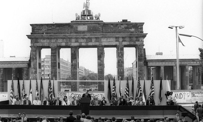 FILE GERMANY FEATURE PACKAGE BERLIN WALL