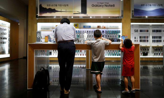 Samsung zog nach Jahrzehnten einen Schlussstrich unter die Smartphone- Produktion in China. Und reiht sich damit in jene Unternehmen ein, die jetzt ihre Lieferketten verändern.
