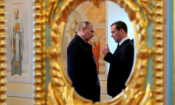 Wladimir Putin und Dmitrij Medwedjew.