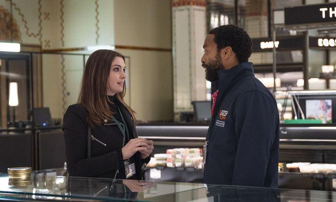 """Die perfekte Zeit, Harrods auszurauben: Anne Hathaway und Chiwetel Ejiofor in """"Locked Down""""."""