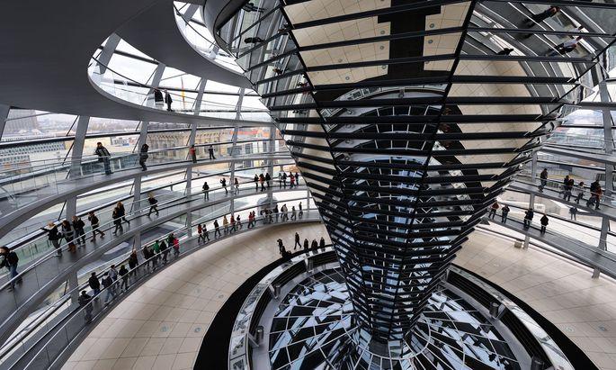 Die Reichstagskuppel in Berlin gilt als architektonisches Meisterwerk. Technisch umgesetzt hat es Waagner-Biro.