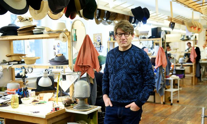 Seit 2001 fertigt Klaus Mühlbauer teure Hüte im Zentrum Wiens.