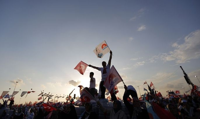 Supporters of Turkey´s Prime Minister and presidential candidate Tayyip Erdogan wave flags during an election rally in Istanbul
