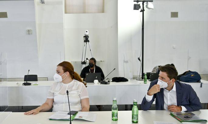 """Auch die Grünen beziehen Stellung, der Aufsichtsrat habe """"spät aber doch Konsequenzen gezogen"""". Am Bild: Nina Tomaselli und David Stögmüller am Dienstag im Untersuchungsausschuss."""