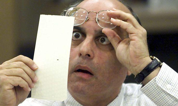 Die Wahl im Jahr 2000 sorgte für Zusatzarbeit der Wahlprüfer. Und die Lochkarten gingen in die Geschichte ein.