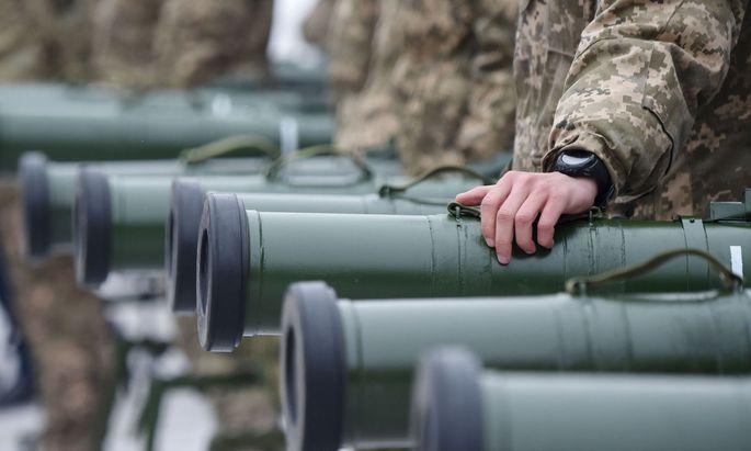 Symbolbild: Poroschenko hat für 30 Tage das Kriegsrecht eingeführt.
