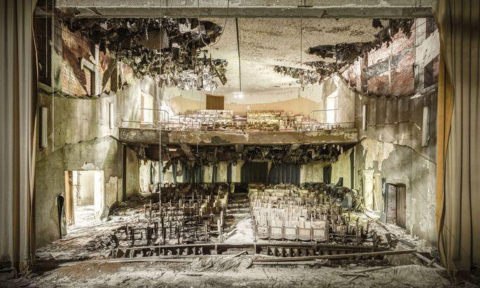 """Theater/Kino in einem italienischen Sanatorium (2016); Thomas Windisch, Ilija Trojanow, Thomas Macho, """"Wer hat hier gelebt?"""", Brandstätter Verlag, 2019."""