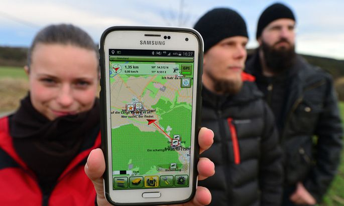 Geocaching treasure hunt via GPS