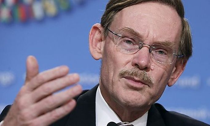 World Bank President Robert Zoellick speaks at the Development Committee news conference in Washingto