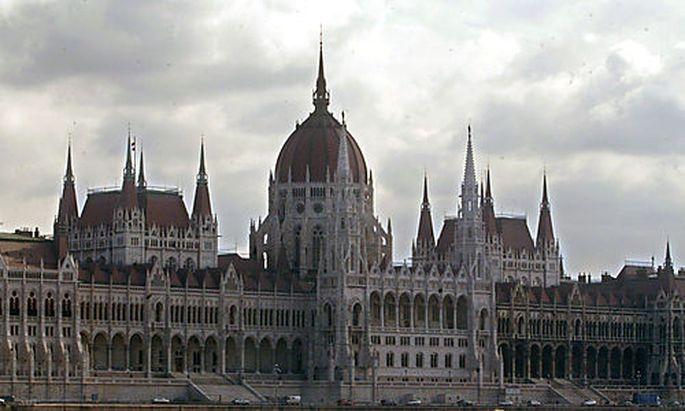 Das ungarische Parlament verabschidet das umstrittene Fremdwährungskreditgesetz