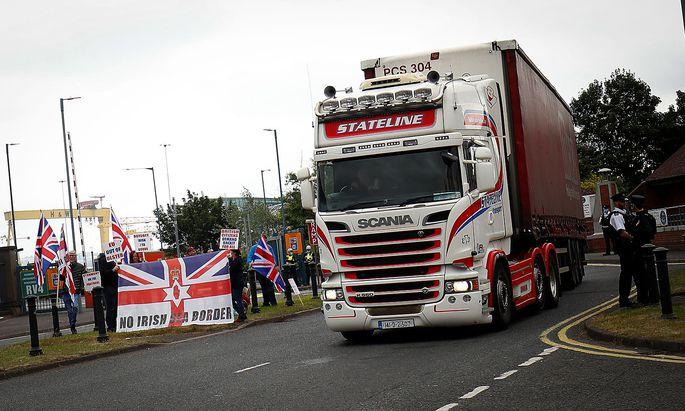 In Nordirland gab es lautstarken Protest gegen die De-facto-Seegranze zwischen Nordirland und Großbritannien, da auf der Landgrenze der irischen Insel selbst keine Zölle kontrolliert werden dürfen.