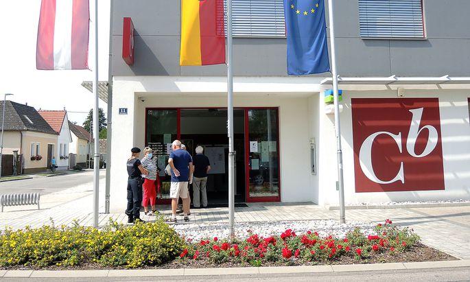 Die Einlagensicherung Austria hat die ersten Kunden der Commerzialbank Mattersburg entschädigt.