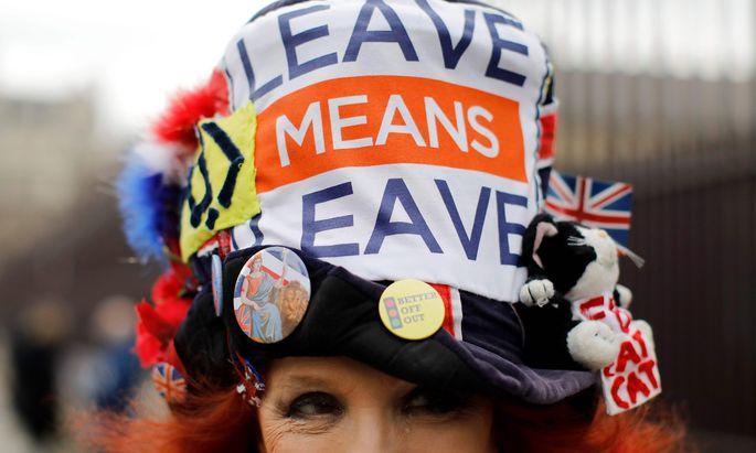 Die Brexit-Befürworter feiern ihr langersehntes Ziel, die Brexit-Gegner suchen Trost bei Abba-Songs und deutschem Bier.