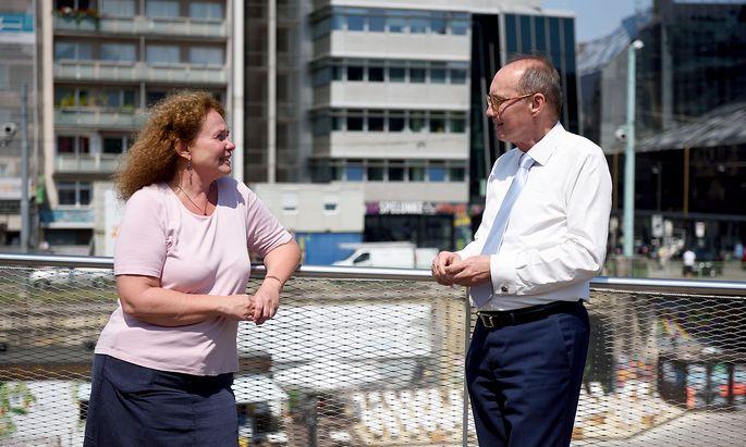 EU-Abgeordnete Monika Vana und Othmar Karas fordern mehr Mitsprache des Europaparlaments ein.