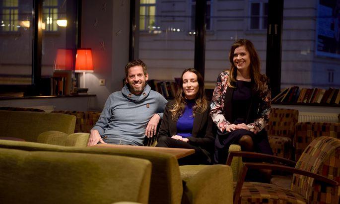 Till Spindler, Karen Roso und Helena Spindler wollen Singles spielend zusammenbringen.