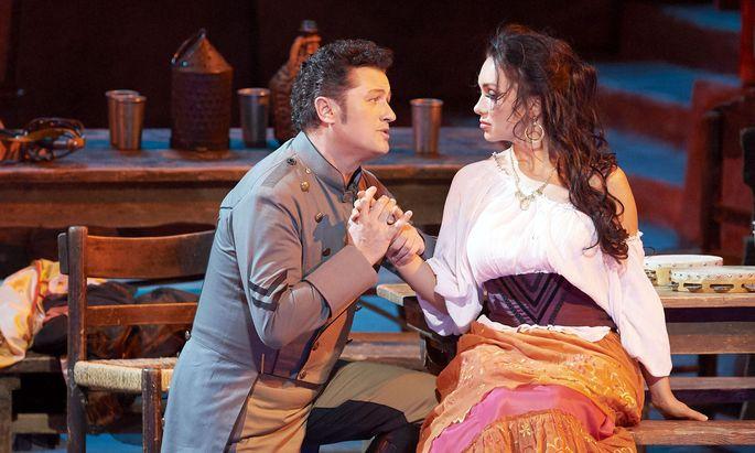 Eine Carmen, wie sie im Buche steht – zumindest darstellerisch: Margarita Gritskova, hier mit Piotr Beczala als Don José.