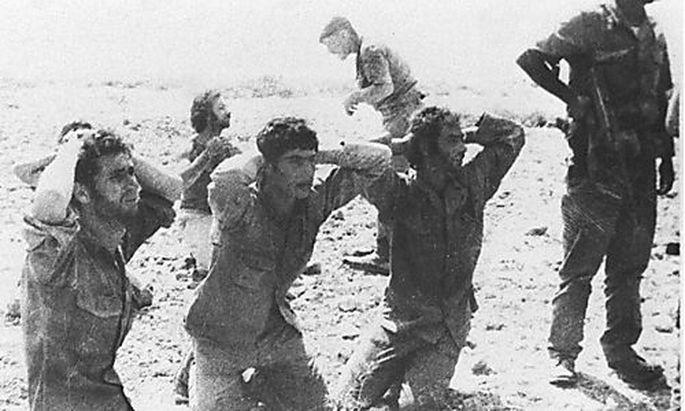 Griechisch-zypriotische Soldaten, 1974 bei der Invasion durch die Türkei gefangengenommen