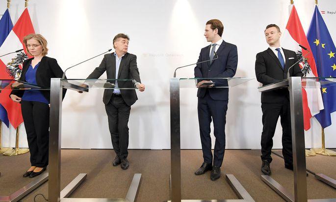 Ministerin Gewessler, Vizekanzler Kogler (beide Grüne), Bundeskanzler Kurz und Finanzminister Blümel (beide ÖVP; v.l.n.r.) verkündeten die Pläne zur Steuerreform.