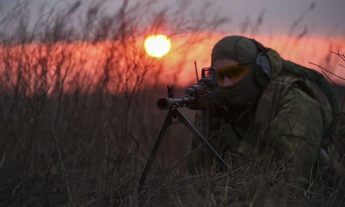 Ein ukrainischer Soldat bei einer Übung.
