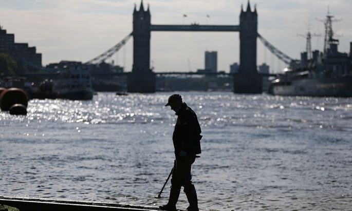 The Wider Image: Searching for history along the Thames