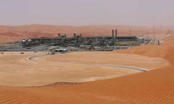 Unter dem Wüstensand schlummert die Quelle des Reichtums Saudiarabiens. Das Königreich stemmt allein ein gutes Zehntel der weltweiten Ölproduktion.
