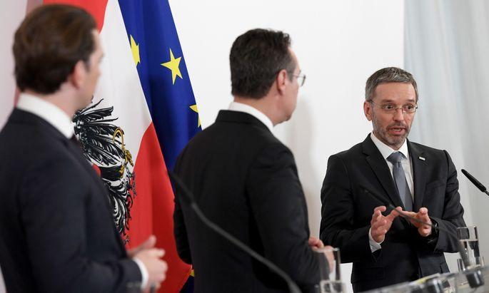 Der Nachrichtendienst soll nicht nur Informationen an Innenminister Herbert Kickl (rechts) geben, sondern auch direkt an die Regierungsspitze.