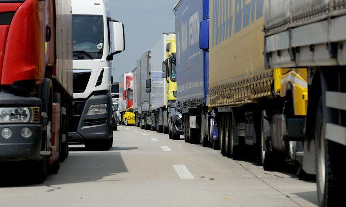 Teil des Plans sind auch verstärkte Kontrollen bei Geschwindigkeit und Lkw-Gewicht.