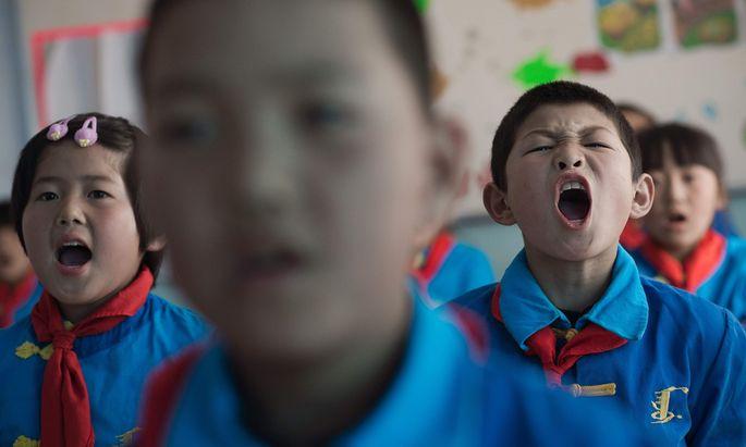 Englisch, Mathematik, Schwimmen, Tanzen, Klavier: Der Stundenplan außerhalb der Schule ist für viele chinesische Kinder lang.