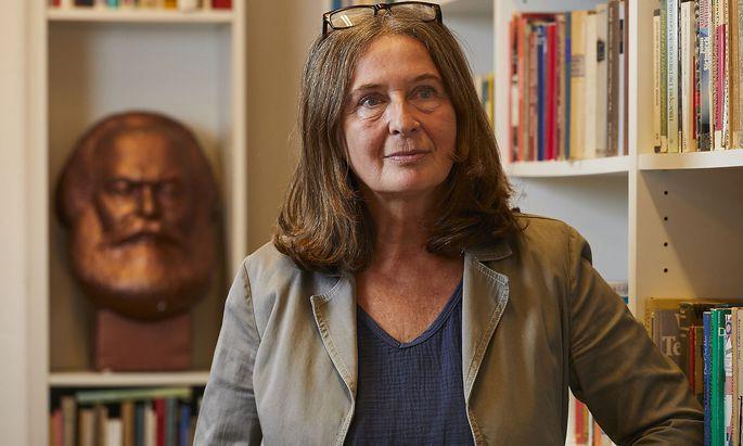 Elke Kahr (59) ist die Wahlsiegerin von Graz und könnte künftig eine rot-rot-grüne Koalition bilden.