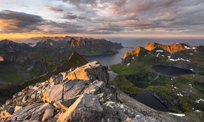 Blick vom Gipfel des Hermannsdalstinden, Moskenesöy, Lofoten, Nordland, Norwegen, Europa