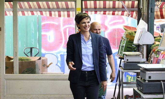 Pamela Rendi-Wagner lädt die Schauspielerin Christiane Hörbiger zu einem Gespräch ein.