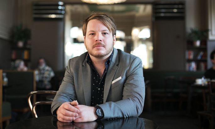 """Schlagzeuger Roland Hanslmeier macht den Spagat zwischen Indie-Pop und Jazz. Der Mix tue gut: """"So bleibt man als Musiker frisch im Kopf."""""""