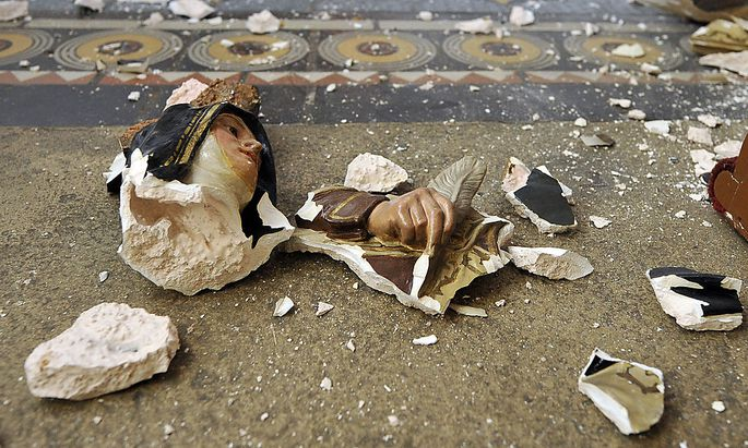 Archivbild: Eine zerstörte Statue im Stephansdom
