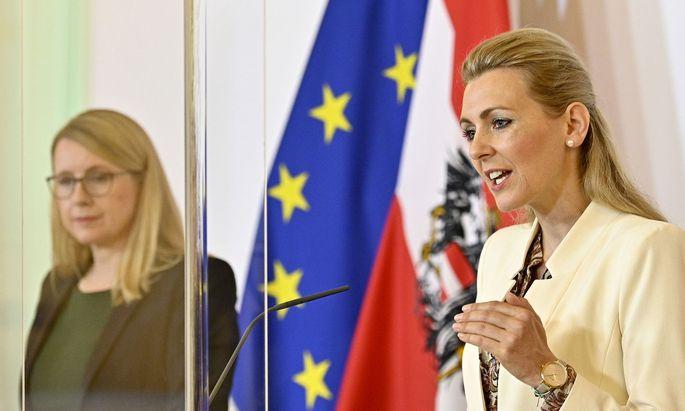 Arbeitsministerin Christine Aschacher und Wirtschaftsministerin Margarete Schramböck