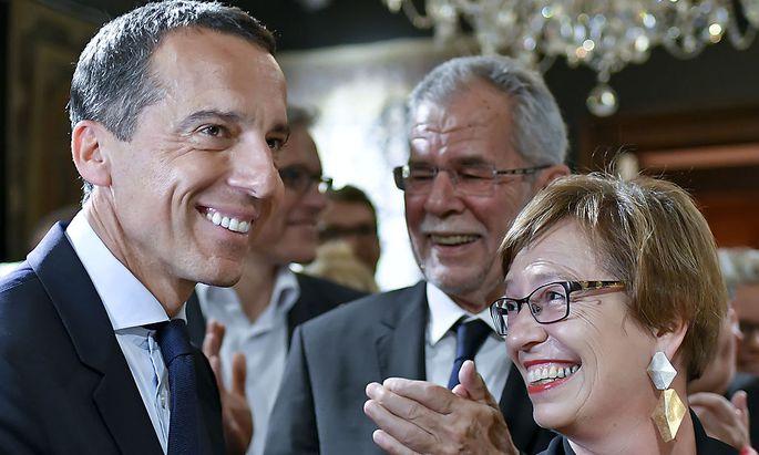 Kanzler Kern, Alexander Van der Bellen und seine Gattin Doris Schmidauer.