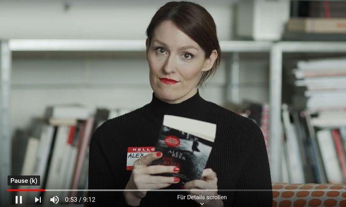 """Alex Beer liest aus """"Die rote Frau""""."""