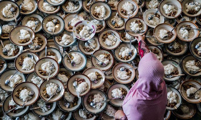 Speisegebote in der Religion wurden oft aus hygienischen Gründen aufgestellt – Seyran Ateş hinterfragt ihren Zweck in der heutigen Zeit.