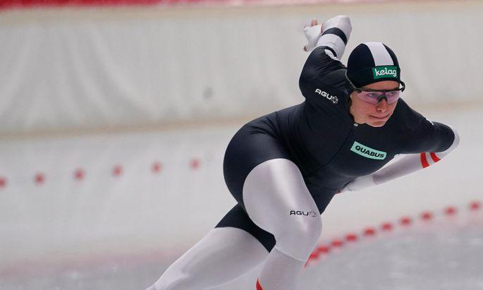 Vanessa Herzog ist bereit, um auf dem Eis nach Bestzeiten jagen. Allerdings weiß sie momentan nicht, wo sie trainieren kann, geschweige denn, wann ihr erstes Rennen sein wird.