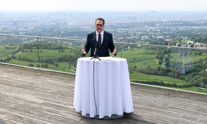 Heinz-Christian Strache bei der Pressekonferenz am Kahlenberg