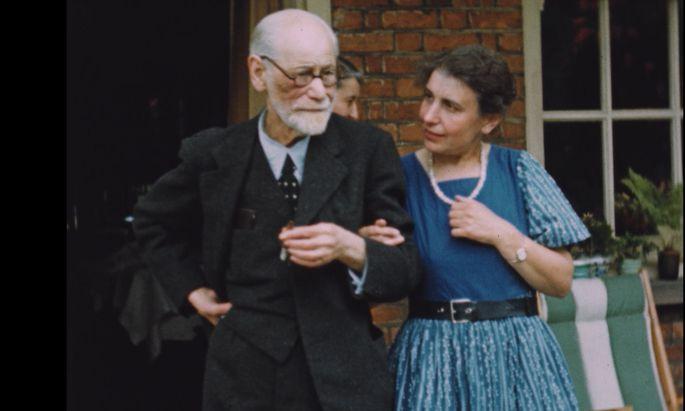 Die treue Tochter am Arm: Sigmund Freud, schon von der Krankheit gezeichnet, und Anna Freud.