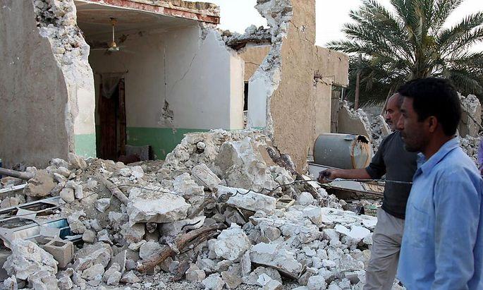 Beim Erdbeben in der Nähe von Buschehr sind mehr als 30 Menschen ums Leben gekommen.