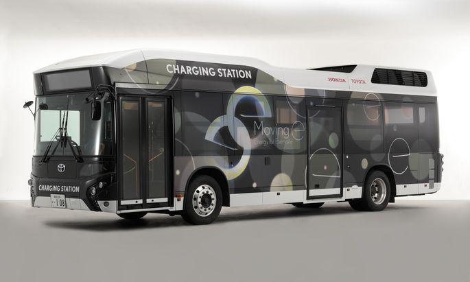 Rollende Ladestation: Der Brennstoffzellenbus kann an seinen jeweiligen Einsatzort gefahren werden und ermöglicht dort eine lokale emissionsfreie Energieversorgung.