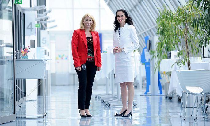 Teilzeit-Managerin Karin Papadopoulos und IBM-Österreich-Chefin Tatjana Oppitz. [ Fabry ]
