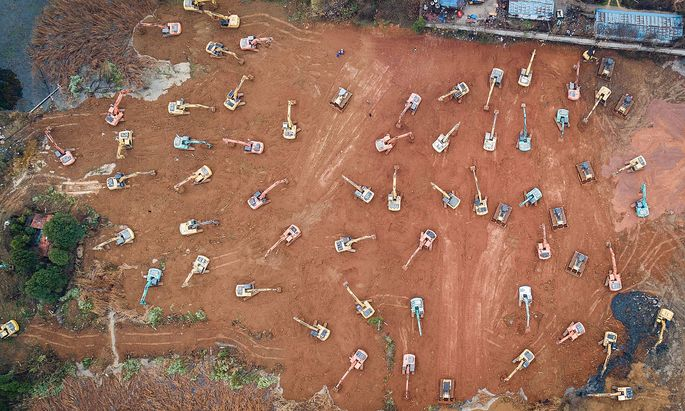 News Themen der Woche KW04 (200124) -- WUHAN, Jan. 24, 2020 -- Aerial photo taken on Jan. 24, 2020 shows mechanical equi